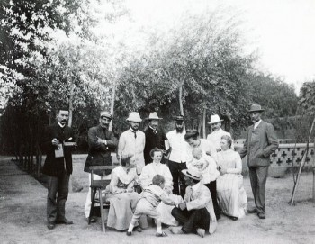 A moment in the Chinese garden: from left, Eric Macartney. Kashgar, China, 1906. Photo: C.G.E. Mannerheim
