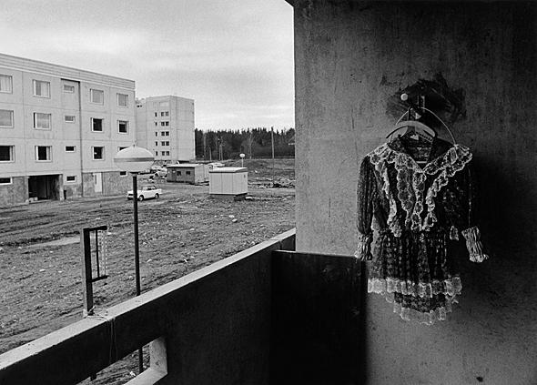 Concrete dreams: a balcony in Tikkurila, 1971. Photo: Mikko Savolainen