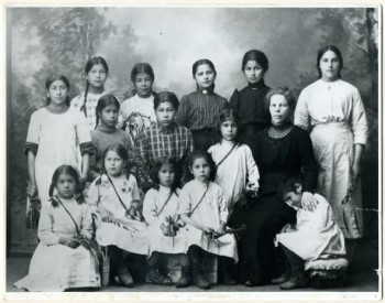 Romani mission: girls of the  Sortavala town orphanage. Photo 1911