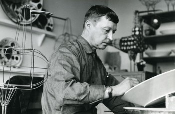 Birger Kaipiainen in his Arabia workshop in the 1960s. Photo: Design Museum