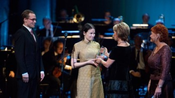 Seita Vuorela and xx Itkonen receive the prize for their book Karikko. Photo: Magnus Froderberg/Nordic Council