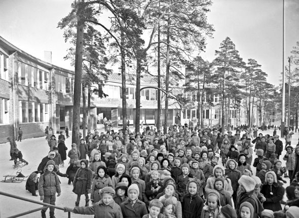 School, everybody: children at the new Meilahti school in Helsinki. Photographer unknown, 1954