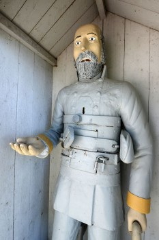 A Carolean soldier: this 17th-century war invalid stands in Vöyri, carved by Mårten Lassus in mid-19th century. Photo: Aki Paavola