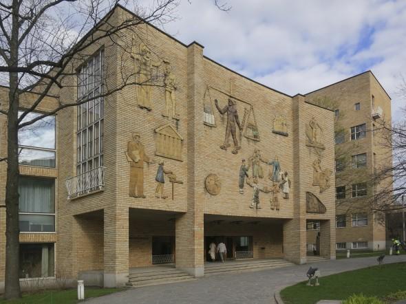 Art & architecture: Handelhögskolan (Hanken School of Economics) in Helsinki, 1950. Architects: Hugo Harmia & Woldemar Baekman, ceramic ornaments: Michael Schilkin