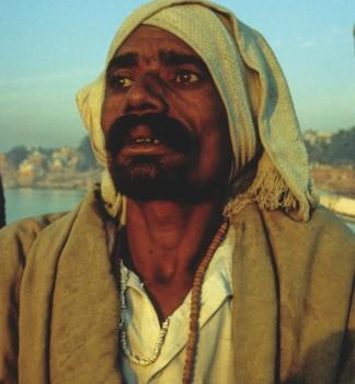 Pilgrim: Jamana Lal in Varanas. Photo from the film Atman